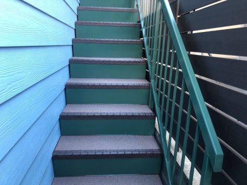 タキステップ(遮音 防滑性階段用床材)の画像